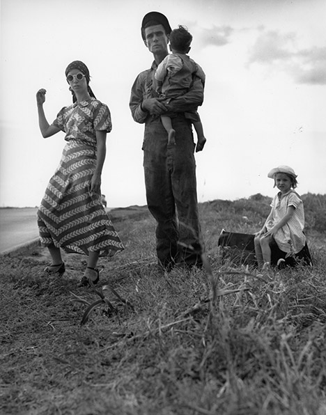 Dorothea Lange photo of family on side of the road with the mother holding out her thumb for hitchhiking